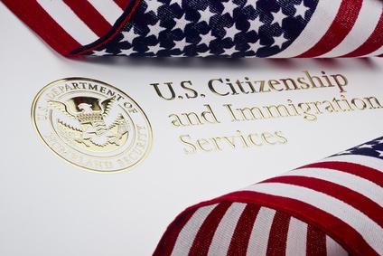 Les détenteurs de cartes vertes peuvent obtenir un visa pour leur conjoint à travers une pétition familiale USCIS.