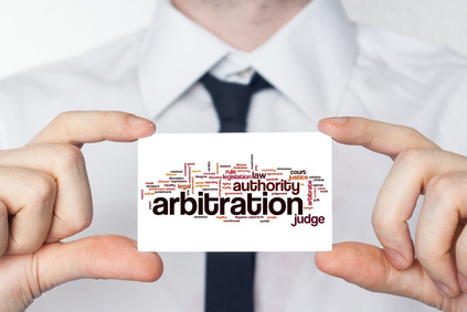 Il y a des avantages et des inconvénients à inclure une clause d'arbitrage obligatoire.