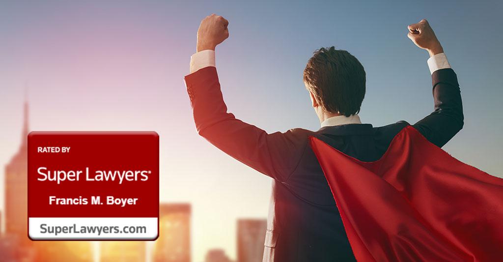 homme en cape rouge face au soleil couchant poings levés, succès, Super Avocat 2020, Francis M. Boyer, Exerpert Certifié en Droit International