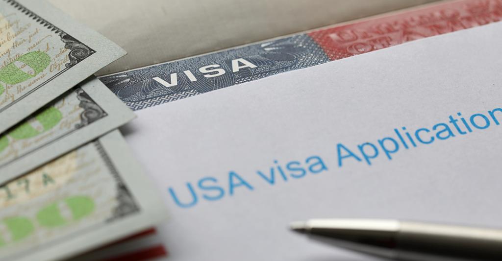 argent américain, demande de visa pour les États-Unis, stylo, frais USCIS sur demande de Visa