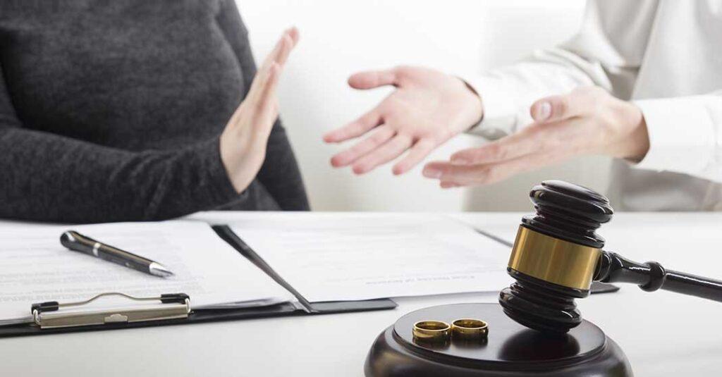 deux personnes, alliances, contrat prénuptial en Floride