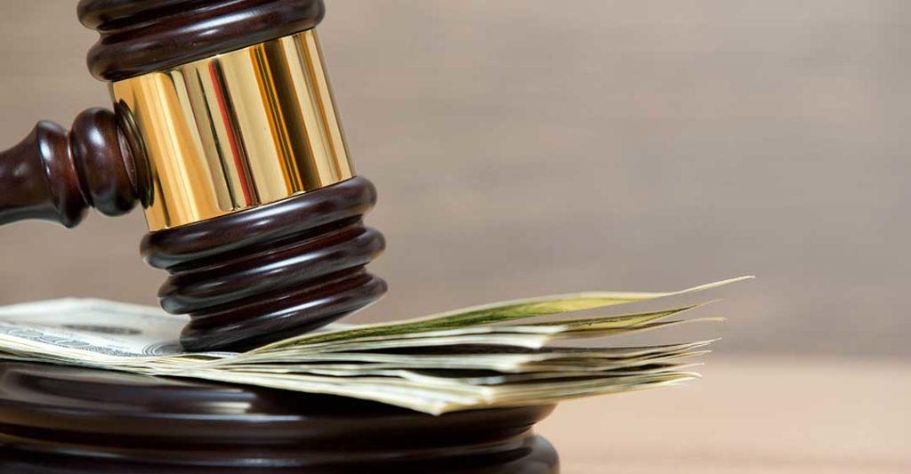 marteau reposant sur l'argent, inconvénients du procès privé pour les entreprises, résolution du procès volontaire